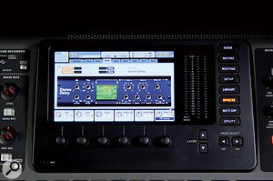 The X32's colour LCD presents detailed graphical user interfaces for effects, processing and channelconfiguration, with multiple tabs for each page.