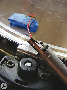 A pair of moongels provide a neat temporary means of attaching the transducer to the drum head.