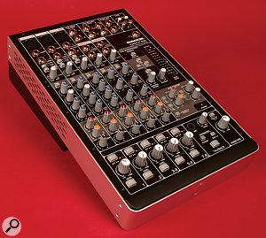 Mackie Onyx 820i