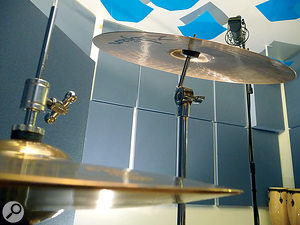 When miking cymbals, it's agood idea to minimise hi‑hat bleed by positioning the mic so that the cymbal shields it from the hi‑hat.