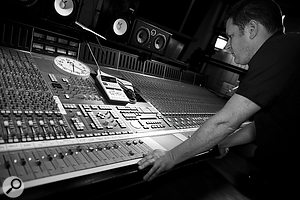 David McEwan keeps awatchful eye on the SSL desk as the performances go to vinyl. Note the old-school clocking technology used to keep performers, mix engineer and mastering room in sync!