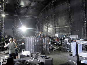 On afestival stage, intervals between acts are usually 30 minutes or less, with avast amount of equipment needing to be rolled on and off the stage. All that the mix engineers have to go on is the briefest of line checks.
