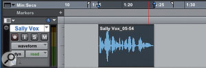 Screen 3: When IAlt-click in the track (lower screen) Pro Tools activates pre-rolland moves the pre-roll flag to thecursor position.