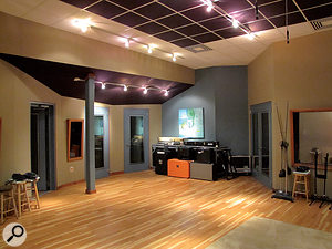 One notable feature of the live area at Warner Bros Nashville is the large number of isolation booths, allowing large live bands to be tracked with good separation between instruments.