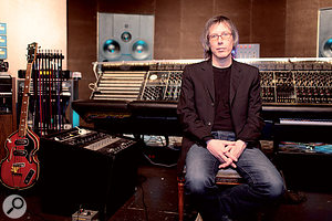 Henry Hirsch is best known for his collaborations with Lenny Kravitz, and for pioneering the rediscovery of vintage recording gear and techniques.