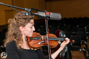 All the upper strings were captured with ribbon mics, taking advantage of the inherently smooth and restrained high-frequency character of this kind of microphone design to avoid tonal harshness — an ever-present danger when positioning mics close up, especially with violins.