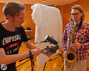 Although the sax 'peer-array' mic (an AKG C414 B-XLS) and the alternative spot mic (a Shure SM7B) were positioned very close together, the former's omni polar pattern delivered a  significantly more natural sound — albeit at the expense of more spill and room ambience.