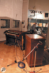 The Leslie speaker was close-miked with two Neumann KM84s on the treble rotor to capture the stereo effect of its rotation, and aNeumann U47 FET on the bass horn.
