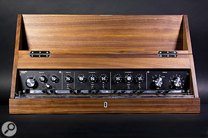 Although labelled in German on the panel of the review model, most of the controls should be fairly obvious.
