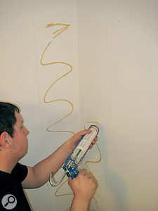 When applying glue to the surfaces, use conflicting patterns, so that you achieve maximum adhesion.