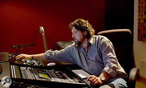 <strong>Alan Parsons mixing: </strong>Alan Parsons: acclaimed sound engineer, record producer and musician.