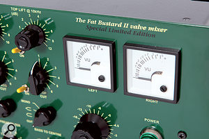 Two beautiful VU meters display the output level.