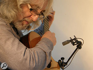 Gordon Giltrap using his signature H-Clamp