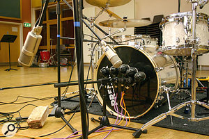 The recording of the 'KickHeadOnOutside' audio files placed five AKG D112s at four inches from the kick drum's resonant head, and combined them with a Sennheiser MD421 and a Neumann KM84 miking the batter-head side. You can also see the positions of the two externally positioned U47 FETs recorded alongside all the 'KickHeadOn' and 'KickHeadOff' files, which were there to demonstrate the potential of a number of common dual-miking techniques.