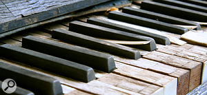 <strong>Broken piano: </strong>sound files deserve a second life, just like this old piano