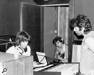 Ken Freeman (left) at work on Jeff Wayne's War Of The Worlds, with Wayne (right) and session guitarist Chris Spedding.