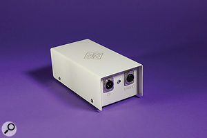 The PSU has the same attractive glossy cream finish as the mic itself.