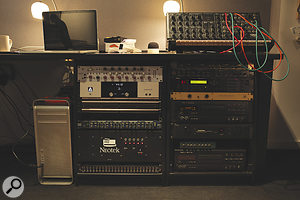 There is relatively little outboard in the XL studio, which was originally equipped especially with the xx in mind.