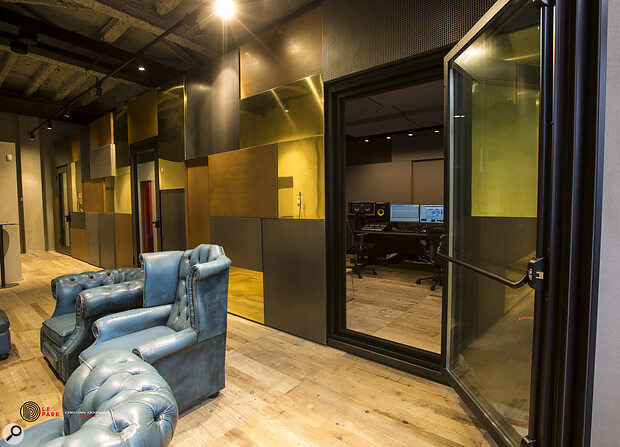 The Boxy installation at Warner Music Milan was created in collaboration with an interior designer. This shot also shows Boxy's patented acoustic door.