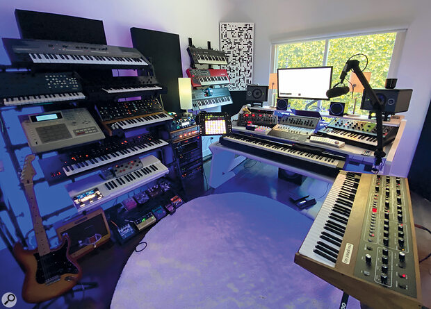 Although he laments that he doesn't get to spend as much time there as he'd like, Federico Vindver has awell‑equipped studio of his own.