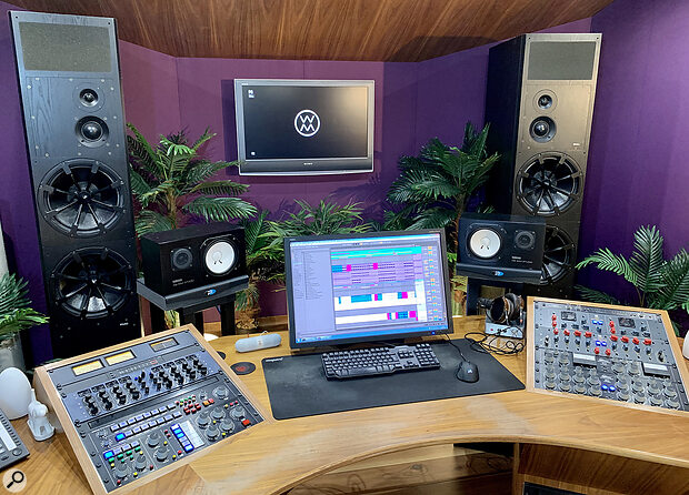 Kevin Grainger's Wired Masters studio in south London is, in many ways, aconventional mastering room rather than a mixing suite.