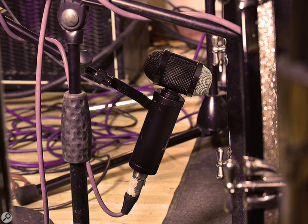 The LS‑308 is put to work as an outside-kick mic.