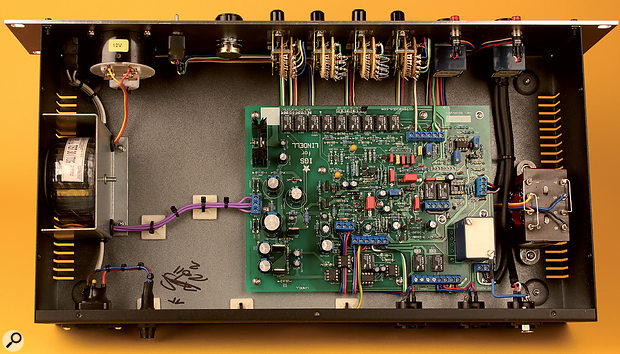 With the top of the rack case removed, the high quality of the internal components and the case layout is plain to see.