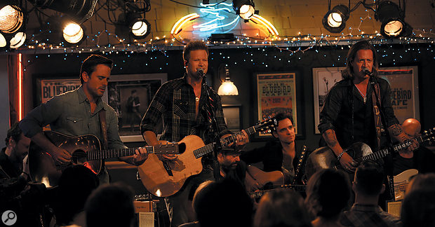 For the season 3 premiere of Nashville, live performances from the recreated Bluebird Cafe were inserted into an otherwise pre-recorded show.