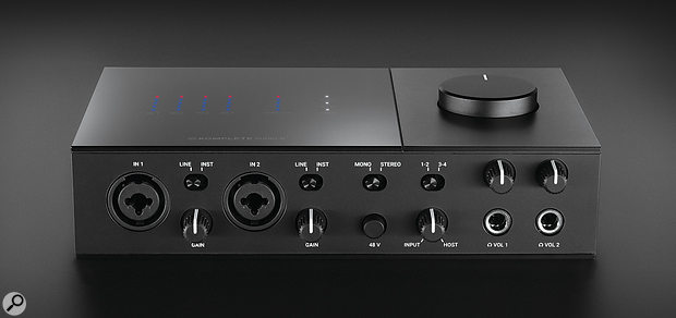 The Komplete Audio 6 MkII's front panel is where we find the XLR/jack inputs and associated gain controls, a knob that mixes direct input monitoring and software monitoring, and a pair of headphone ports with volume controls.