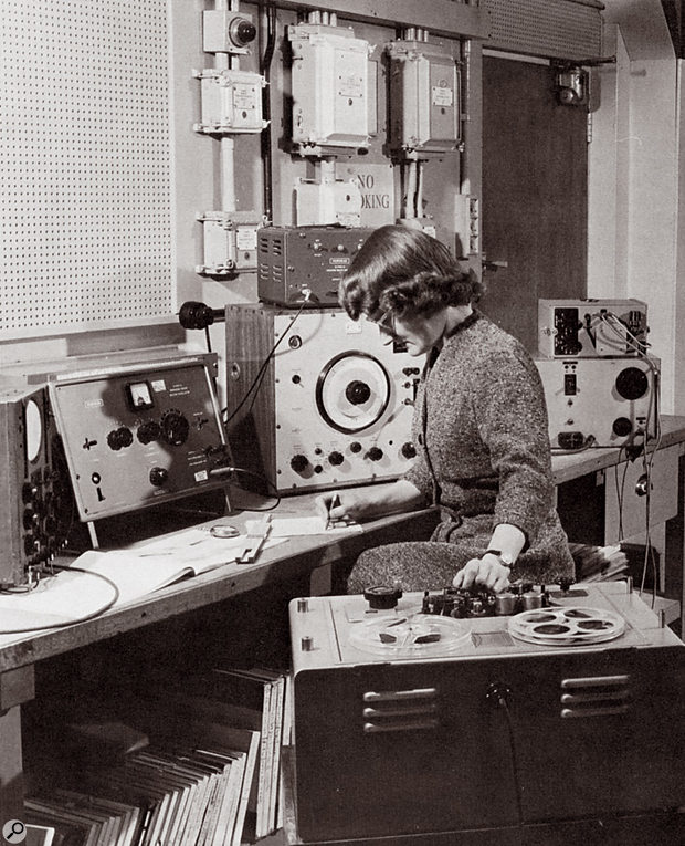Daphne Oram with the wobbulator (centre of shot), 1958.