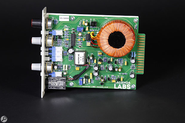 The Hacienda Labs HL169 mic preamp output is balanced via a huge toroidal transformer.