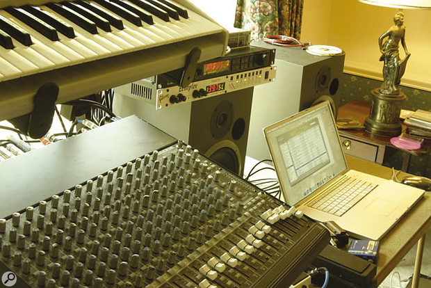 Rjyan Kidwell relies on a minimalist setup centred around an Apple Powerbook with an RME interface.