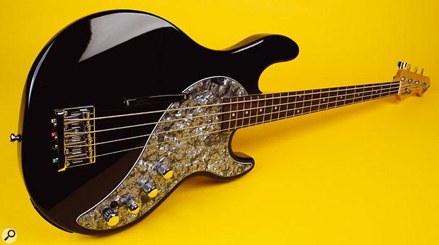 Line 6 Variax Bass 700