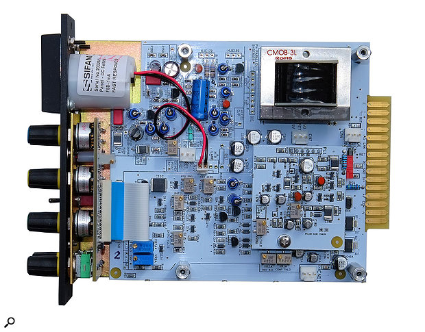 Unlike the original Compex, which had unbalanced outputs, the new F765 includes a chunky output-balancing transformer.