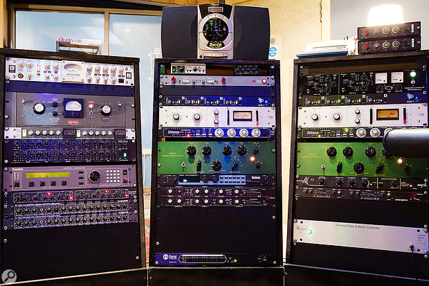 The outboard selection features high-quality EQ, dynamics, preamps and effects.