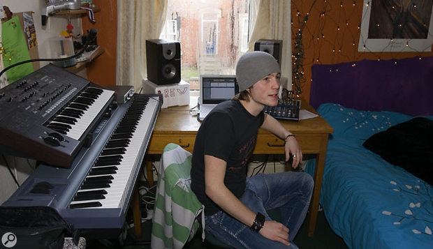 As is the case for many students, Jon's studio is set up in a bedroom. Though the bed dominates the room and will inevitably compromise the acoustics, it is still possible to turn it into a useable mixing environment.