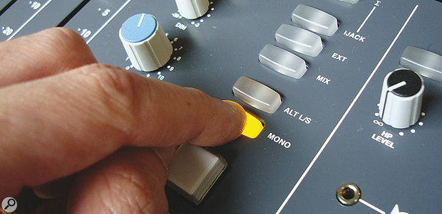 Finger on Mono button of console.