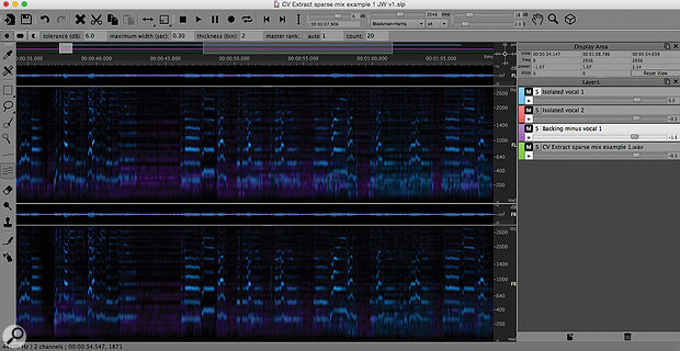 Your different layers can be superimposed on each other in the SpectraLayers display. Here, the main isolated vocal layer (blue) is superimposed on the vocal-free backing track (purple).