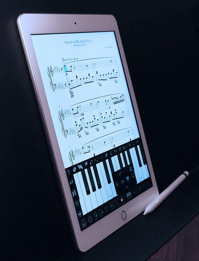 Apple iPad 6th Generation 9.7-inch with Apple Pen stylus. 8e2950540b873