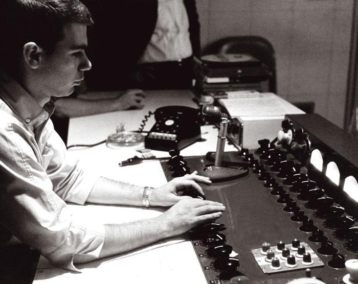 Bruce Botnik at the Sunset Sound Studio One console in 1967. & CLASSIC TRACKS: The Doors \u0027Strange Days\u0027 | Pezcame.Com