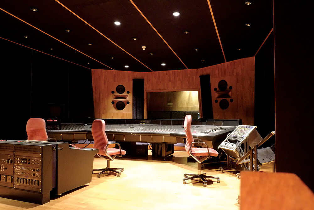 Figure 4: A no-expense-spared non-environment control room — Studio 3 at BOP in South Africa, designed by Tom Hidley.