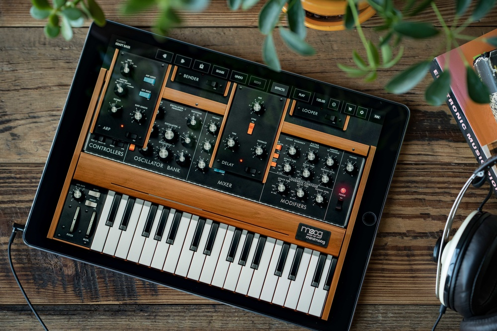 Minimoog Model D comes to iOS