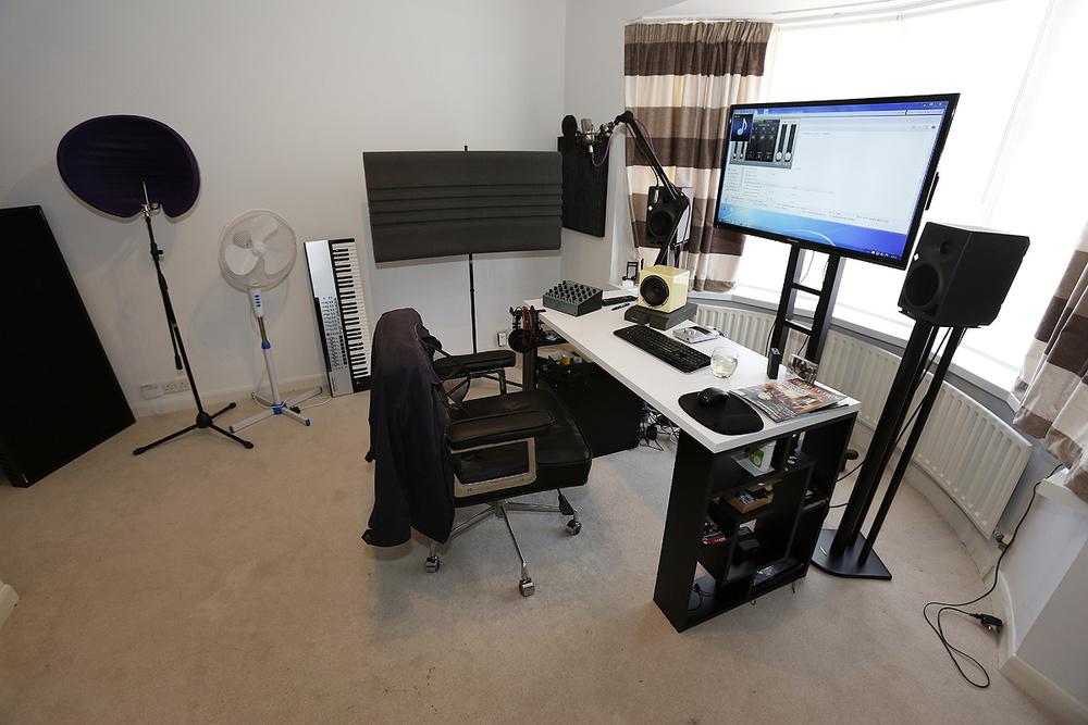 Studio SOS: Eddie Bazil