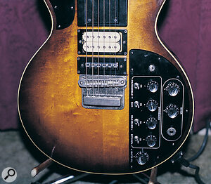The GS500 guitar controller featured both a normal humbucking pickup and a divided pickup which was used to drive the various sections of the GR500 synth.