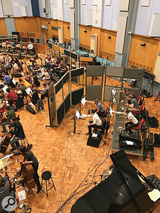 Paul Golding made extensive use of baffles to achieve better control over the individual elements of the orchestra. Here we see the brass section screened off to reduce bleed onto the string mics.