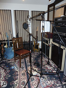 As well as the main garage space, asmall additional room was used as an isolation booth for tracking amplifiers and vocals.