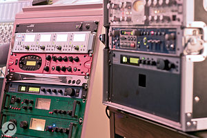 This fixed rack houses the input chain used for non‑vocal sources, and includes a Focusrite Liquid 4Pre preamp, Line 6 PodXT guitar processor, Korg rackmounted guitar tuner, TC‑Helicon Voiceworks Plus vocal processor and Joemeek VC1 input channel and SC2.2 compressor.