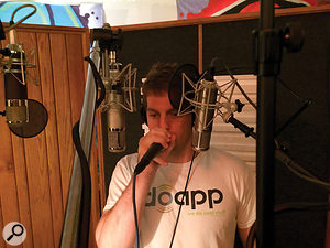 80 Fitz tracking his beatbox parts for the Pitch Perfect 2 soundtrack, with both handheld and standmounted mics.