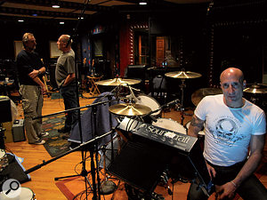 The ultimate blues rhythm section? Porter with drummer Kenny Aronoff and bassist James 'Hutch' Hutchinson at House Of Blues Studio.