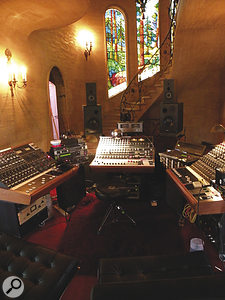 For the Silverlake sessions, Mark Howard hired three Neve BCM10 consoles to complement his IZ Radar recorder. These and other gear were relocated to different rooms within the house.